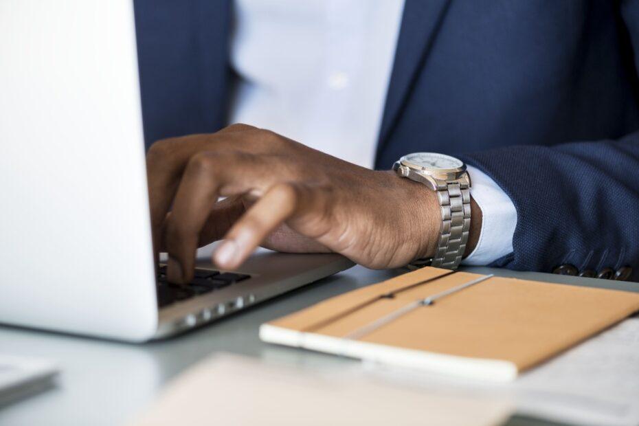 Como produzir conteúdo eficaz para atrair clientes na advocacia?